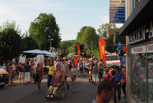 Volle Straßen auf der Aktionsnacht im Siegsdorfer Ortskern