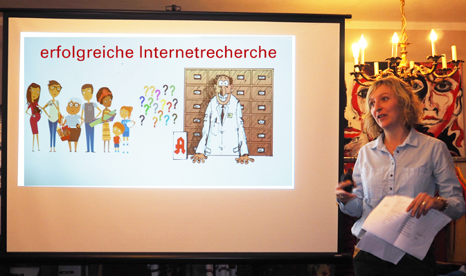 Apothekerin Monika Pertl bei Ihrem Seminar: Erfolgreiche Internetrecherche
